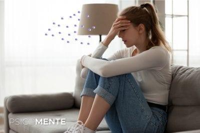 mujer pasando por momento de frustración